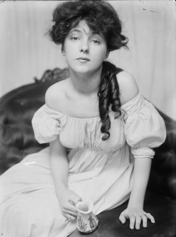 Evelyn Nesbit (1900) Courtesy of the Library of Congress